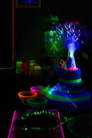 how to make a cake glow under black light